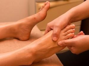 足の甲のリンパもしっかり流します